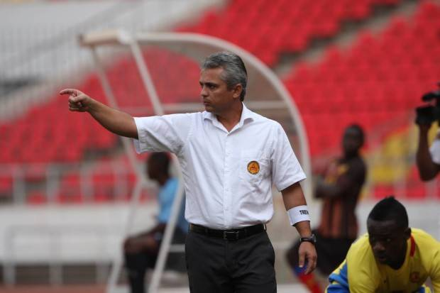 Hard_treinador-do-Petro-de-Luanda-Alexandre-Grasseli_Kindala-Manuel-JAImagens-620x413